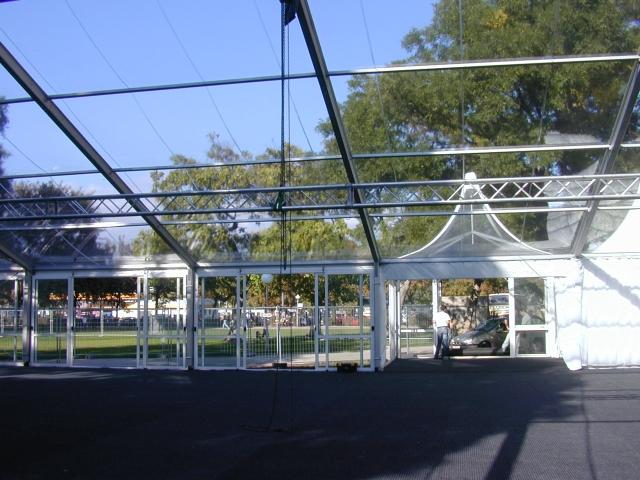 Transparente Dachplanen.