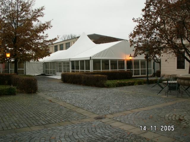 VIP-Zelt mit Domfeld