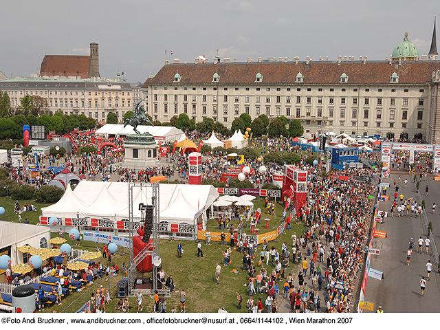 Zeltstadt beim Vienna-Citymarathon 2007